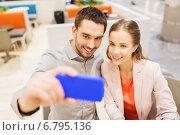 Купить «happy couple taking selfie with smartphone in cafe», фото № 6795136, снято 10 ноября 2014 г. (c) Syda Productions / Фотобанк Лори