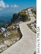 Извилистая дорожка на вершине горы (2014 год). Стоковое фото, фотограф Евгений Макеев / Фотобанк Лори