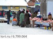 Купить «Уличная торговля мясом зимой», фото № 6799064, снято 13 декабря 2014 г. (c) Землянникова Вероника / Фотобанк Лори