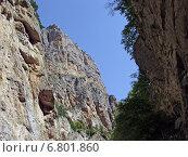 Купить «Огромные скалы в узком ущелье на фоне голубого неба», фото № 6801860, снято 18 августа 2006 г. (c) Евгений Ткачёв / Фотобанк Лори