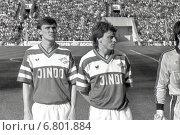 Футбол. Сергей Родионов и Валерий Шмаров на поле (1990 год). Редакционное фото, фотограф Зобков Георгий / Фотобанк Лори