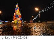 Купить «Новогодняя елка в в парке им.Горького в Москве ночью», эксклюзивное фото № 6802452, снято 14 декабря 2014 г. (c) lana1501 / Фотобанк Лори