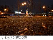 Купить «Новогодняя елка в в парке им.Горького в Москве ночью», эксклюзивное фото № 6802600, снято 14 декабря 2014 г. (c) lana1501 / Фотобанк Лори