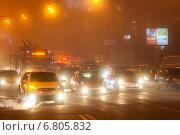 Купить «Автомобильный транспорт в тумане», эксклюзивное фото № 6805832, снято 15 декабря 2014 г. (c) Алексей Букреев / Фотобанк Лори