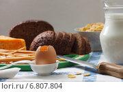 Черный хлеб, сыр, яйца и молоко на столе. Стоковое фото, фотограф Анна Губина / Фотобанк Лори