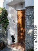 Купить «Крым. Гурзуф. Граффити на стене дома.», фото № 6808960, снято 19 сентября 2014 г. (c) Александр  Буторин / Фотобанк Лори