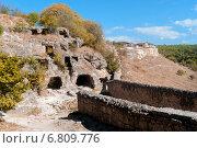 Купить «Крым, пещерный средневековый город Чуфут-Кале», фото № 6809776, снято 17 сентября 2014 г. (c) Александр  Буторин / Фотобанк Лори