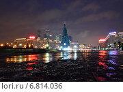 Купить «Новогодняя наряженная елка - праздничное украшение на Поклонной горе в Парке Победы в Москве ночью», эксклюзивное фото № 6814036, снято 18 декабря 2014 г. (c) lana1501 / Фотобанк Лори