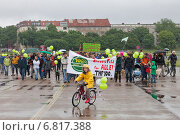 Berlin, Germany, a demonstration of initiative 100 % Tempelhof Field (2013 год). Редакционное фото, агентство Caro Photoagency / Фотобанк Лори