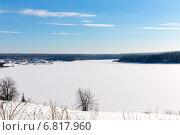 Купить «Яркий солнечный зимний день на берегу замерзшего озера», фото № 6817960, снято 2 февраля 2014 г. (c) Евгений Ткачёв / Фотобанк Лори