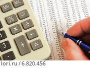 Купить «Калькулятор, ручка и таблица с цифрами», эксклюзивное фото № 6820456, снято 20 декабря 2014 г. (c) Юрий Морозов / Фотобанк Лори
