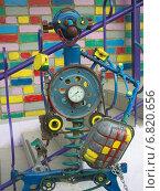 Купить «Роботы из старых автомобильных деталей и металлического мусора», эксклюзивное фото № 6820656, снято 26 июля 2014 г. (c) Вячеслав Палес / Фотобанк Лори