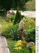 Купить «Цветник в парке», эксклюзивное фото № 6821412, снято 16 августа 2013 г. (c) Щеголева Ольга / Фотобанк Лори