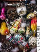 Купить «Винтажные елочные игрушки», фото № 6821888, снято 23 октября 2014 г. (c) Николай Лунев / Фотобанк Лори