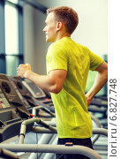 Купить «smiling man exercising on treadmill in gym», фото № 6827748, снято 29 июня 2014 г. (c) Syda Productions / Фотобанк Лори