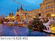 Купить «Новогодняя ярмарка», фото № 6828452, снято 22 декабря 2014 г. (c) Наталья Волкова / Фотобанк Лори