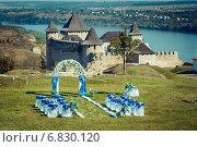 Свадебная арка на фоне замка. Стоковое фото, фотограф Роман Жарук / Фотобанк Лори