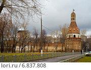 Вид на Симонов монастырь. Москва (2014 год). Редакционное фото, фотограф Василий Аксюченко / Фотобанк Лори