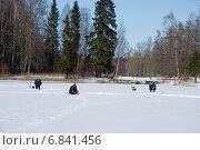 Купить «Рыбаки на озере в Гатчинском парке», эксклюзивное фото № 6841456, снято 6 апреля 2013 г. (c) Александр Щепин / Фотобанк Лори