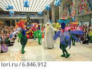 Купить «Дед Мороз на новогоднем представлении (детская Елка) в Государственном Кремлевском дворце», фото № 6846912, снято 27 декабря 2014 г. (c) Игорь Долгов / Фотобанк Лори