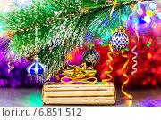 Купить «Новогодний подарок в жёлтой упаковке под наряженной еловой веткой», фото № 6851512, снято 21 декабря 2014 г. (c) Anton Kozyrev / Фотобанк Лори