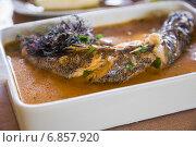 Рыба с водорослями, тушенная в маринаде. Малая глубина резкости. Стоковое фото, фотограф Gagara / Фотобанк Лори
