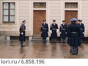 Купить «Прага. Торжественная смена почетного караула», фото № 6858196, снято 28 ноября 2012 г. (c) Free Wind / Фотобанк Лори