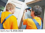 Купить «door installation workers», фото № 6858864, снято 15 августа 2014 г. (c) Дмитрий Калиновский / Фотобанк Лори