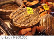 Купить «Копченые миноги в бочках на рижском рынке», эксклюзивное фото № 6860336, снято 21 августа 2014 г. (c) Gagara / Фотобанк Лори