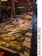 Купить «Рижский рыбный рынок», эксклюзивное фото № 6860352, снято 21 августа 2014 г. (c) Gagara / Фотобанк Лори