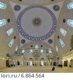 Купить «Интерьер мечети султана Селима I Явуза в Стамбуле, Турция», фото № 6864564, снято 13 ноября 2014 г. (c) Михаил Марковский / Фотобанк Лори