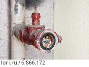 Купить «Неисправный пожарный кран забитый окурками сигарет», эксклюзивное фото № 6866172, снято 4 сентября 2009 г. (c) Родион Власов / Фотобанк Лори
