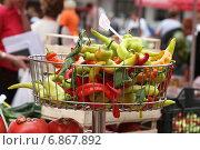Купить «Торговля острым перцем на европейском рынке», фото № 6867892, снято 27 сентября 2006 г. (c) Gagara / Фотобанк Лори