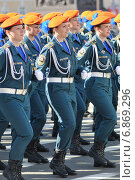Купить «Курсантки МЧС на параде», эксклюзивное фото № 6869296, снято 6 мая 2012 г. (c) Александр Алексеев / Фотобанк Лори