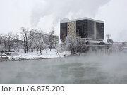 "Купить «Бизнес центр  ""Меркурий"" и пар над рекой Кубань, Краснодар», фото № 6875200, снято 7 января 2015 г. (c) Юлия Ухина / Фотобанк Лори"