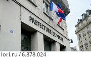 Купить «Префектура полиции Парижа, флаги на стене здания», видеоролик № 6878024, снято 31 декабря 2014 г. (c) FMRU / Фотобанк Лори