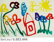 Купить «Детский рисунок гуашью: Домик на цветочной поляне, бабочка и солнышко», иллюстрация № 6883444 (c) Наталья Горкина / Фотобанк Лори