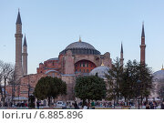 Вид на мечеть Айя-София, в прошлом храм Святой Софии, Стамбул, Турция (2015 год). Редакционное фото, фотограф Nina Zotina / Фотобанк Лори