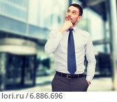 Купить «handsome businessman looking up», фото № 6886696, снято 28 июня 2013 г. (c) Syda Productions / Фотобанк Лори