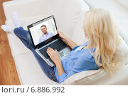 Купить «smiling woman with laptop computer at home», фото № 6886992, снято 6 февраля 2014 г. (c) Syda Productions / Фотобанк Лори