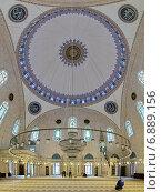 Купить «Интерьер мечети султана Селима I Явуза в Стамбуле, Турция», фото № 6889156, снято 13 ноября 2014 г. (c) Михаил Марковский / Фотобанк Лори