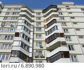 Купить «Фрагмент многоэтажного современного жилого дома в Новокосине в Москве», эксклюзивное фото № 6890980, снято 26 апреля 2012 г. (c) lana1501 / Фотобанк Лори