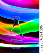 Купить «Стеклянная ваза с искрами и волнами света», фото № 6891596, снято 19 октября 2014 г. (c) Сурикова Ирина / Фотобанк Лори