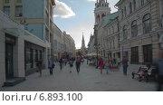 Купить «Никольская улица в Москве, таймлапс», видеоролик № 6893100, снято 1 января 2015 г. (c) Кирилл Трифонов / Фотобанк Лори
