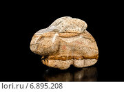 Купить «Резная фигурка кролик из камня», фото № 6895208, снято 23 декабря 2014 г. (c) verbaska / Фотобанк Лори
