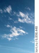 Купить «Небесный пейзаж с кучевыми облаками рваной формы на голубом небе», фото № 6898448, снято 13 января 2015 г. (c) Ирина Водяник / Фотобанк Лори