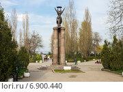 Купить «Монумент трёхсотлетия Таганрога», фото № 6900440, снято 19 апреля 2014 г. (c) Борис Панасюк / Фотобанк Лори