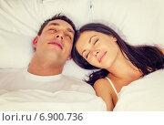 Купить «happy couple sleeping in bed», фото № 6900736, снято 23 ноября 2013 г. (c) Syda Productions / Фотобанк Лори