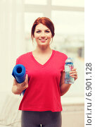 Купить «smiling girl with bottle of water after exercising», фото № 6901128, снято 19 марта 2014 г. (c) Syda Productions / Фотобанк Лори