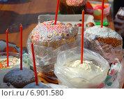Купить «Пасхальный куличи, приготовленные для освящения», эксклюзивное фото № 6901580, снято 23 апреля 2010 г. (c) lana1501 / Фотобанк Лори